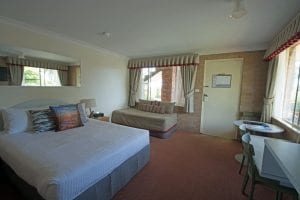 Accessible room with queen bed (single available)
