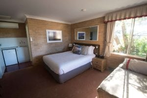 Downstairs Suites at the Anchor Bay Motel have a queen bed, kitchenette facilities, and ensuite. The single bed is also available if required.